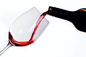 Dlaczego wino powinno leżakować?